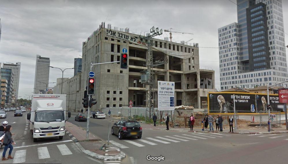 מרכז דן ז'בוטינסקי פינת בן גוריון בבני ברק - בניין על מגרש גדול שעמד מעל 20 שנים ריק ויצר מפגע ברחוב